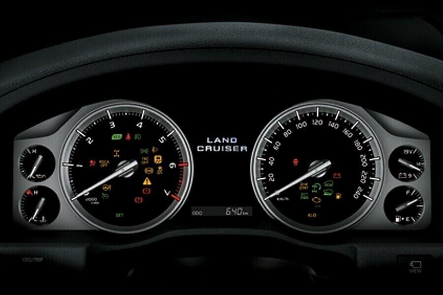 Nội thất Toyota Land Cruiser - Hình 4