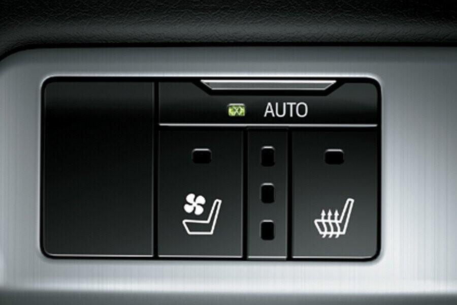 Nội thất Toyota Land Cruiser - Hình 6