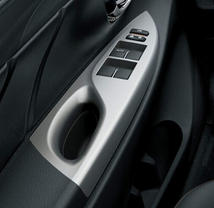 Ốp cửa xe được thiết kế cách điệu với cấu trúc nhấp nhô và những đường chỉ tinh tế tôn thêm nét sang trọng