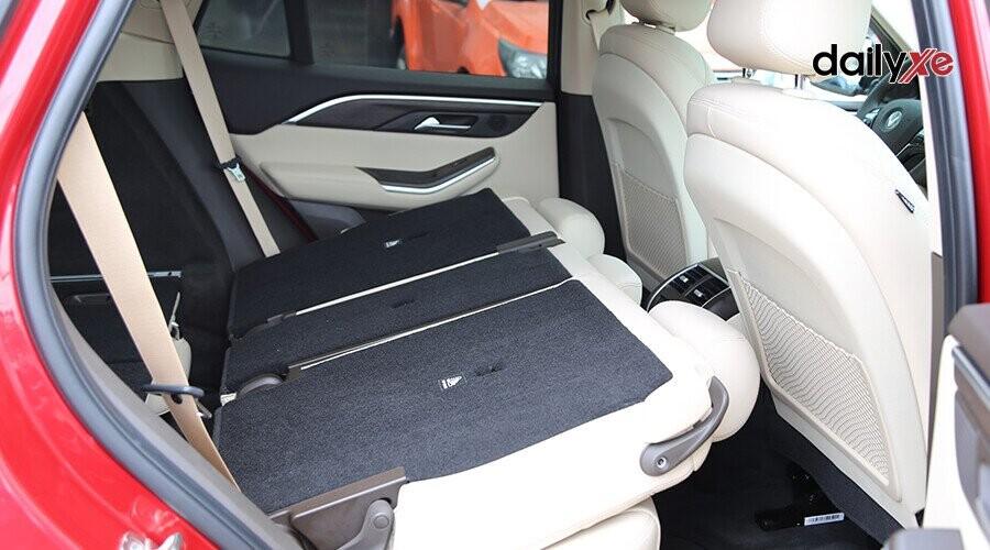 Hàng ghế sau gập tăng diện tích khoang hàng lý