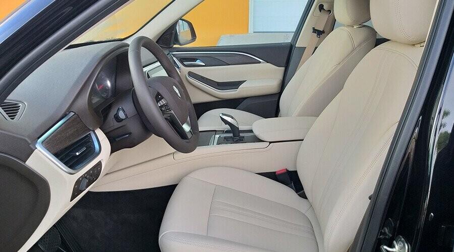 Khoang lái Lux SA2.0 rộng rãi