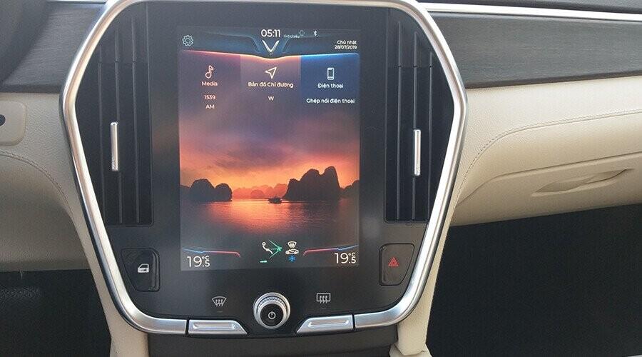 Màn hình Lux SA2.0 sang trọng hiện thị đa thông tin