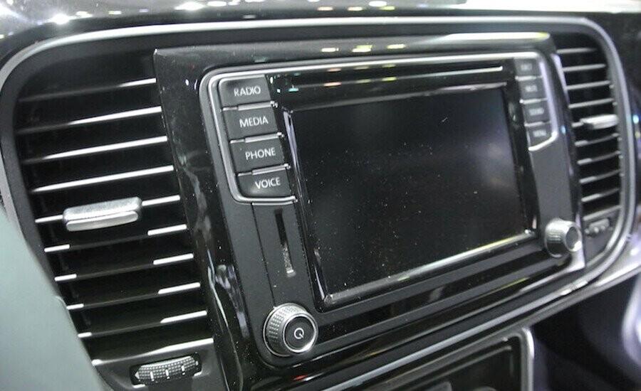 Hệ thống điều khiển truyền thông đa phương tiện giải trí, cổng kết nối USB, AUX-IN