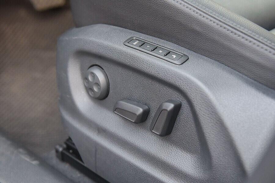 Ghế người lái và hành khách phía trước chỉnh điện 12 hướng