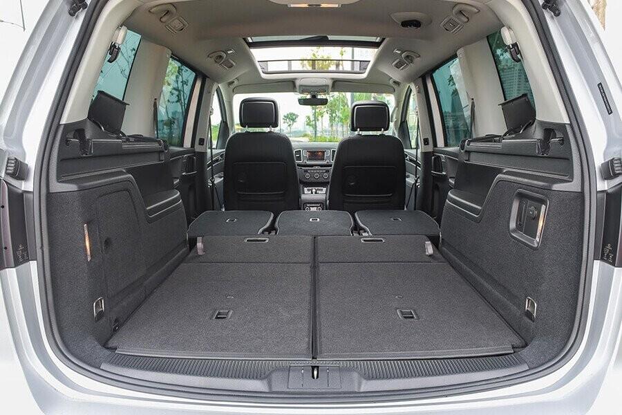 Ghế thứ 2 và 3 có thể sắp xếp linh hoạt cho việc chứa đồ cồng kềnh