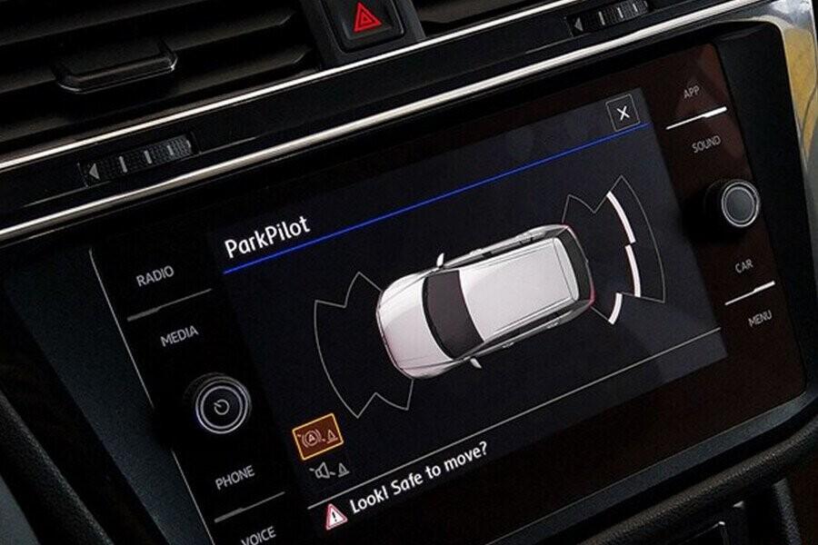 Hệ thống giải trí màn hình cảm ứng đa chức năng Composition Media, Bluetooth, USB