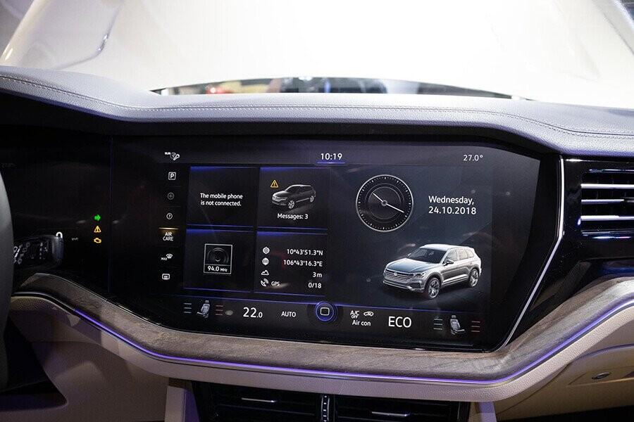 Hệ thống truyền thông đa phương tiện giải trí CD 06 đĩa, cổng kết nối AUX-IN