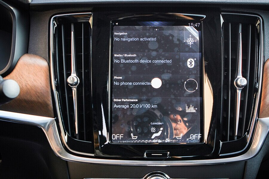 Bảng táp lô S90 thế hệ mới có thiết kế bọc da cao cấp