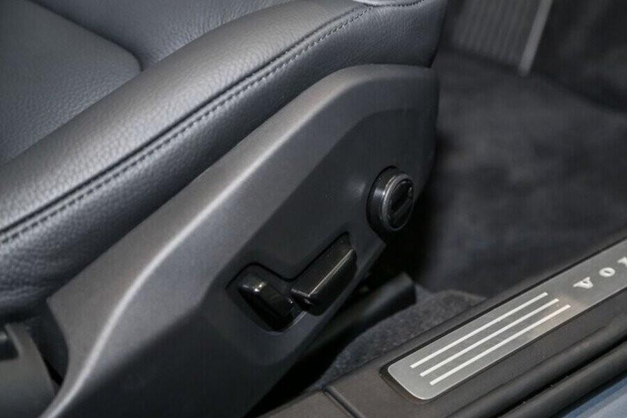 Ghế chỉnh điện tích hợp vị trí nhớ