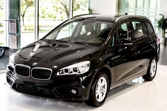 BMW 218i giảm giá tới cả trăm triệu đồng.