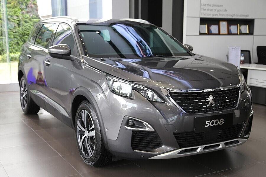 Peugeot 5008 toàn mới mang đến một diện mạo khác biệt, một chiếc SUV rộng rãi với 7 chỗ ngồi