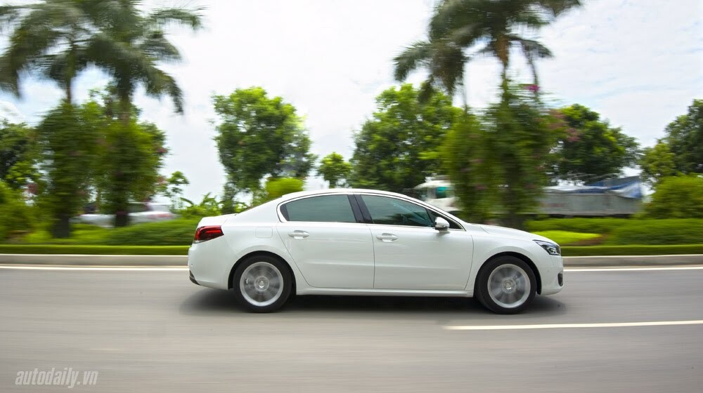 """Peugeot 508 – Chất lượng """"ngoại"""", giá """"nội"""" - Hình 12"""