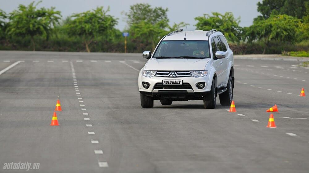 """Phấn khích cùng """"chiến binh"""" Mitsubishi Pajero Sport 4x4 AT - Hình 3"""