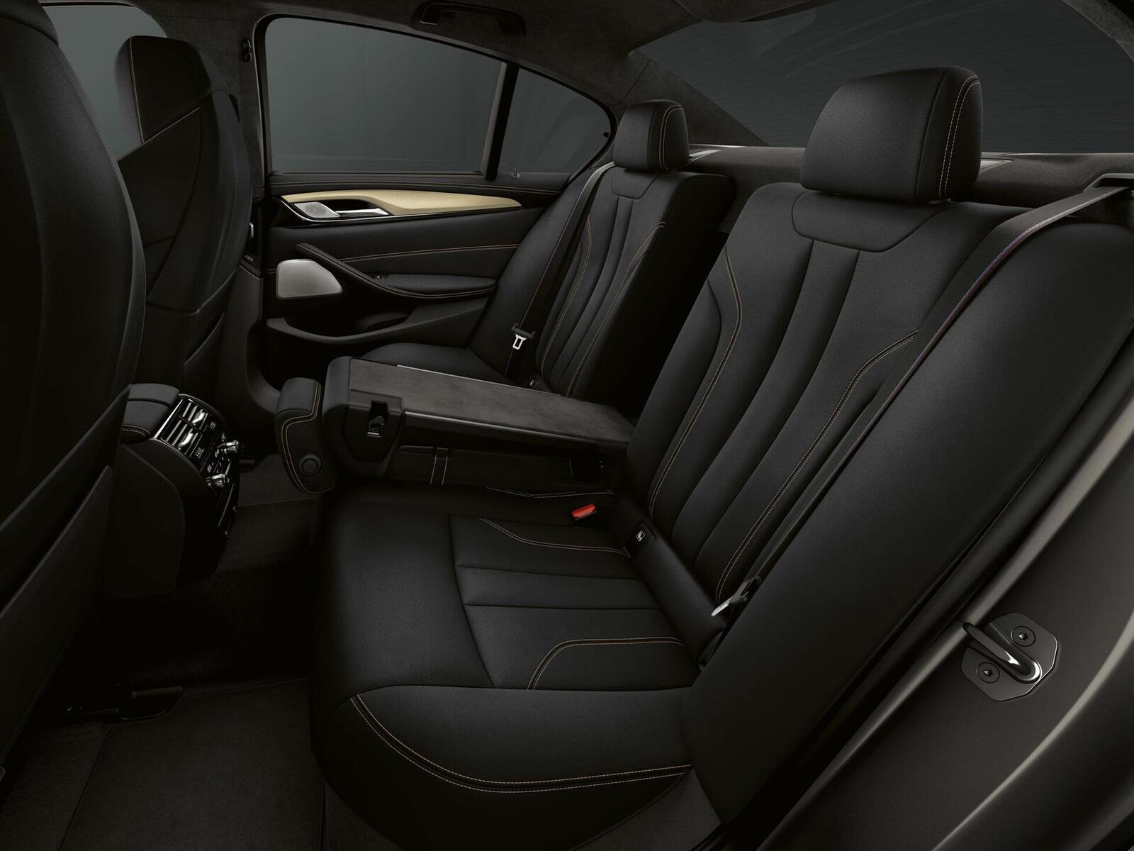 """Phiên bản đặc biệt của BMW tên M5 """"Edition 35 Jahre"""" được sản xuất giới hạn chỉ 350 chiếc - Hình 7"""