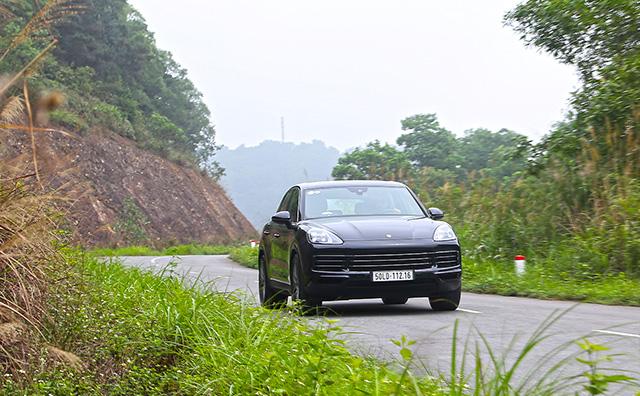 Porsche Cayenne – SUV toàn năng cho nhà giàu - Hình 1