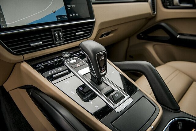 Porsche Cayenne – SUV toàn năng cho nhà giàu - Hình 4
