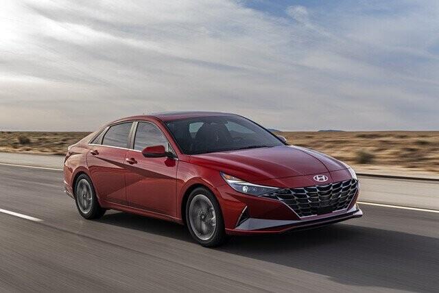 Ra mắt Hyundai Elantra hoàn toàn mới: Đẹp xuất sắc, đe nẹt Mazda3 - Ảnh 1.