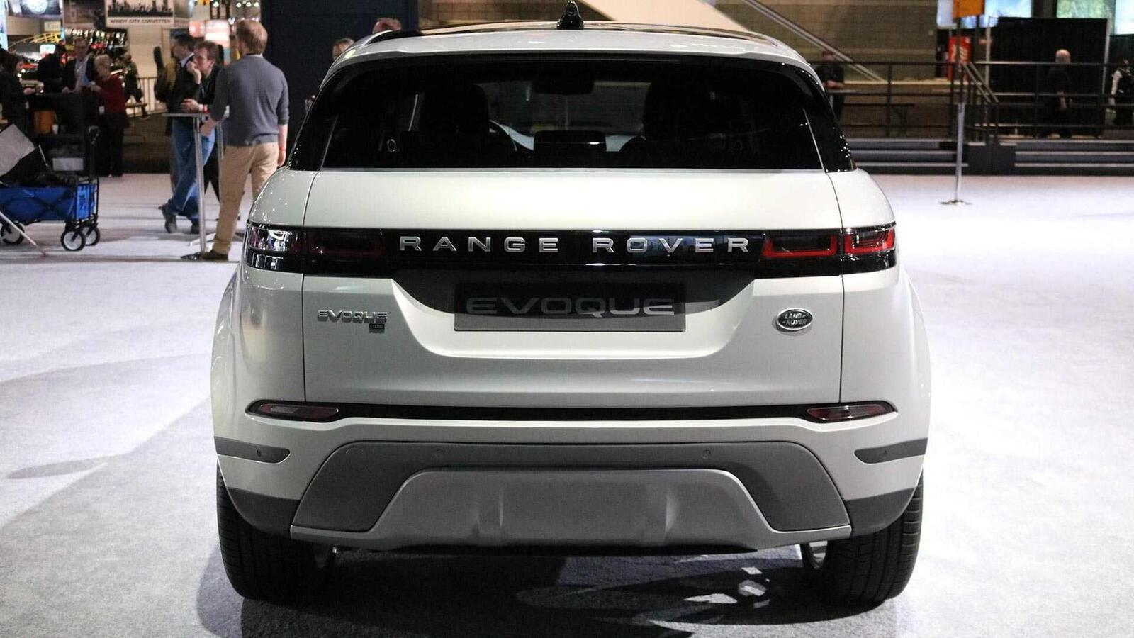 Range Rover Evoque mới tại Mỹ có giá từ 43.645 USD, đắt hơn Audi Q5 và Mercedes GLC - Hình 4