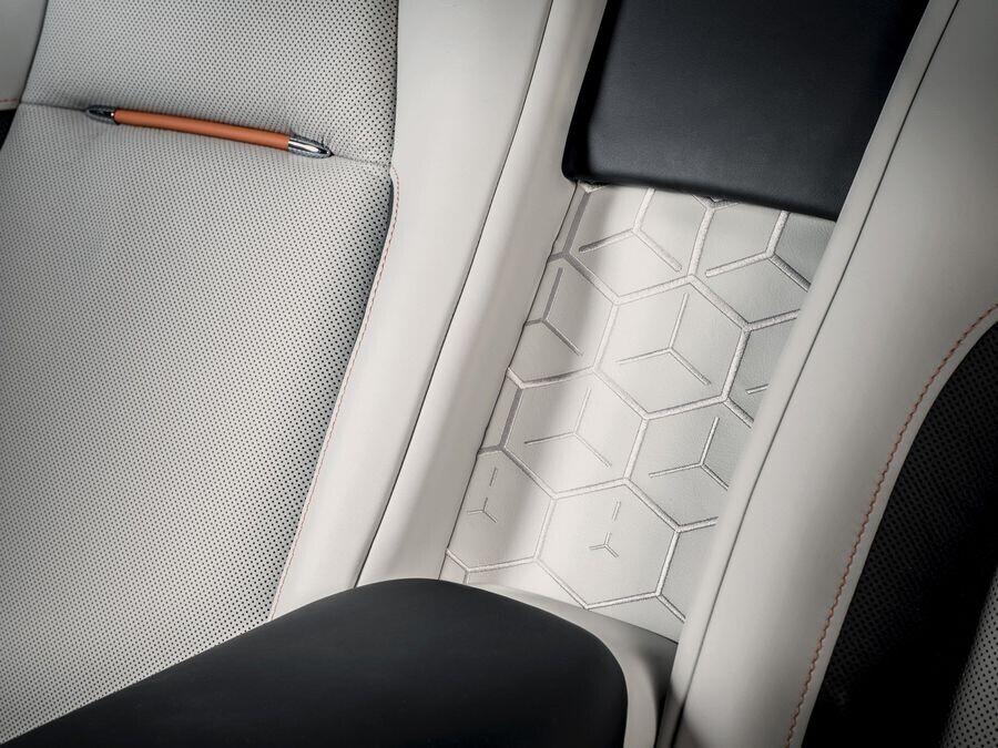 Rolls-Royce sẽ giới thiệu 4 chiếc Cullinan tùy biến độc đáo tại Pebble Beach - Hình 4