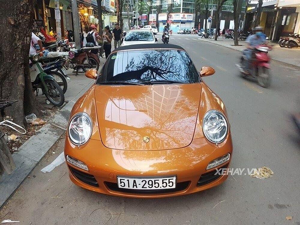 Sài Gòn: Bắt gặp Porsche 911 Carrera Cabriolet dạo phố ngày cuối tuần - Hình 2
