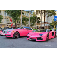 Sài Gòn: Lamborghini Aventador và Rolls-Royce Ghost khuấy động cả con đường với tông hồng rực rỡ
