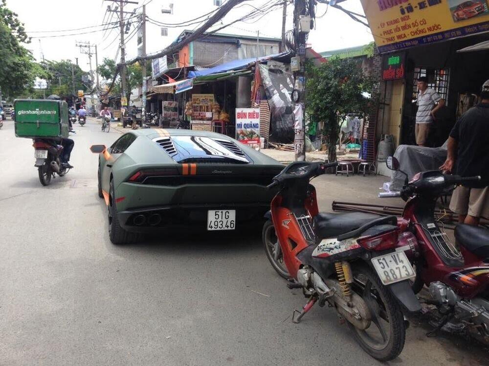 Sài Gòn: Lamborghini Huracan độ mâm khủng, gắn biển số chuẩn bị đi chơi lễ 2/9 - Hình 3