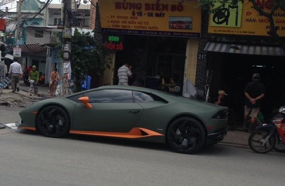Sài Gòn: Lamborghini Huracan độ mâm khủng, gắn biển số chuẩn bị đi chơi lễ 2/9 - Hình 4
