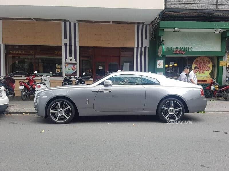Sài Gòn: Rolls-Royce Wraith màu xám dạo phố sau thời gian dài ở ẩn - Hình 8
