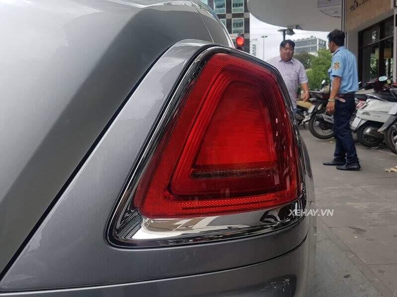 Sài Gòn: Rolls-Royce Wraith màu xám dạo phố sau thời gian dài ở ẩn - Hình 9