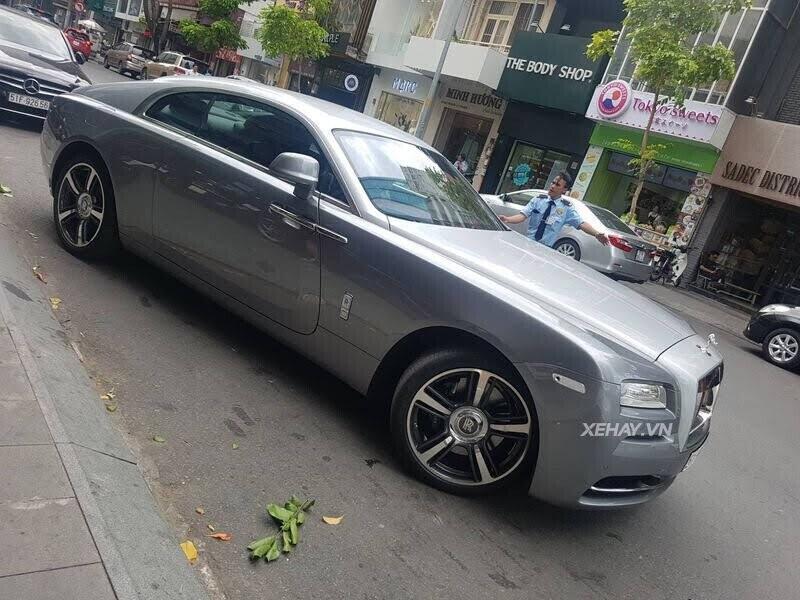 Sài Gòn: Rolls-Royce Wraith màu xám dạo phố sau thời gian dài ở ẩn - Hình 10