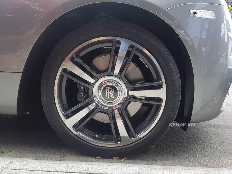 Sài Gòn: Rolls-Royce Wraith màu xám dạo phố sau thời gian dài ở ẩn - Hình 11