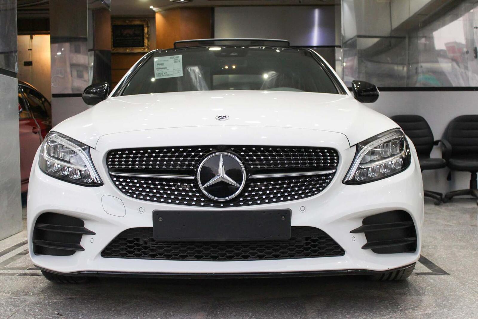 Sau Malaysia, Mercedes-Benz Việt Nam sắp sửa giới thiệu C-Class 2019? - Hình 2