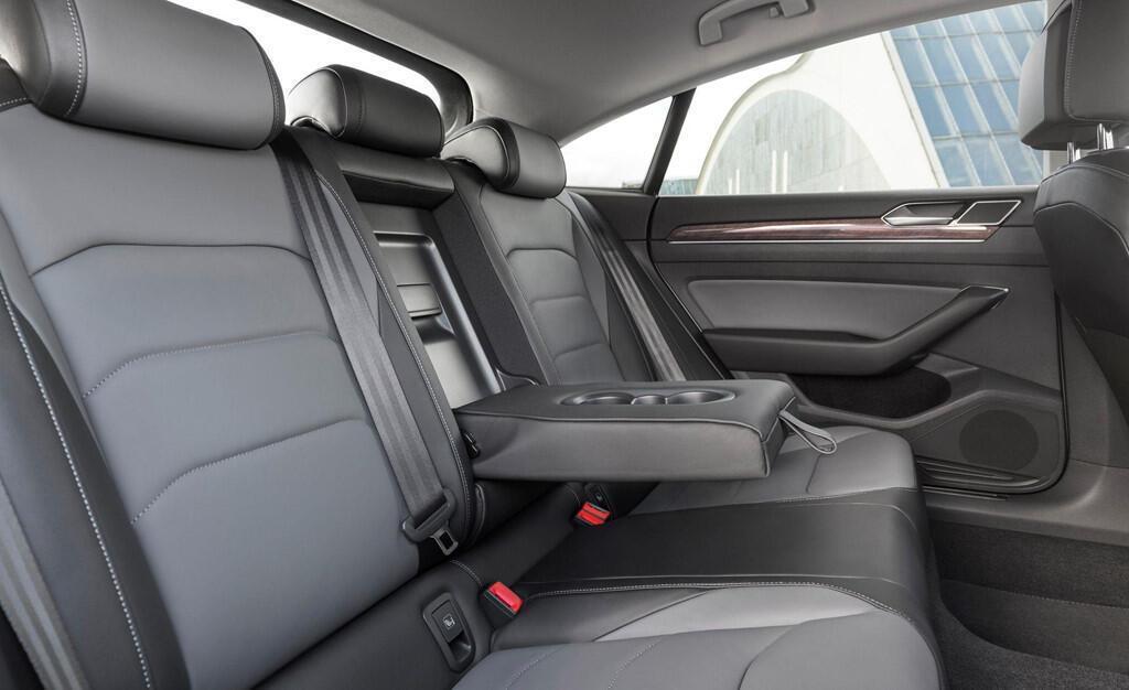 sedan-dau-bang-cua-volkswagen-chot-gia-re-hon-bmw-3-series-6.jpg