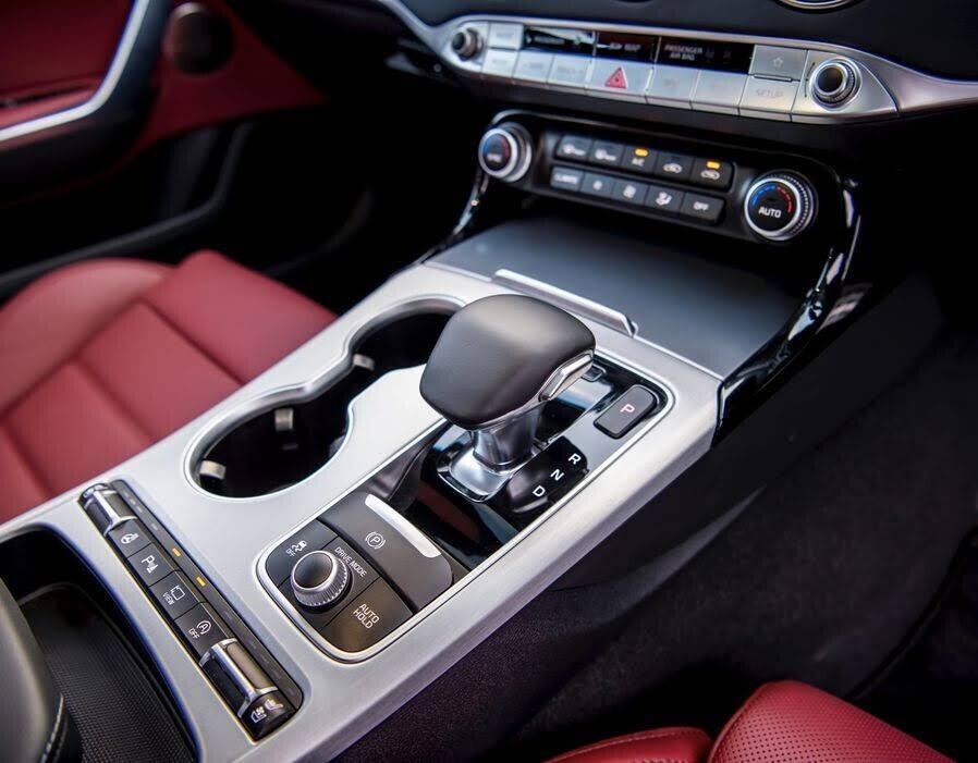 Sedan thể thao Kia Stinger GT cập bến Đông Nam Á, giá từ 33.000 USD - Hình 8