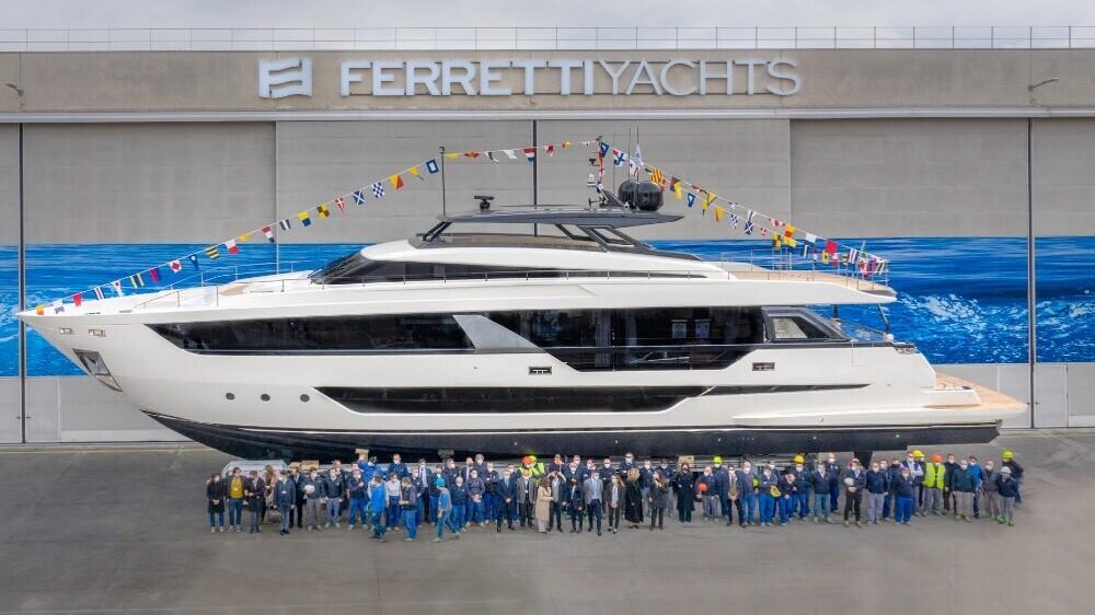 sieu-du-thuyen-than-rong-dau-tien-cua-hang-ferretti-yachts-ra-mat