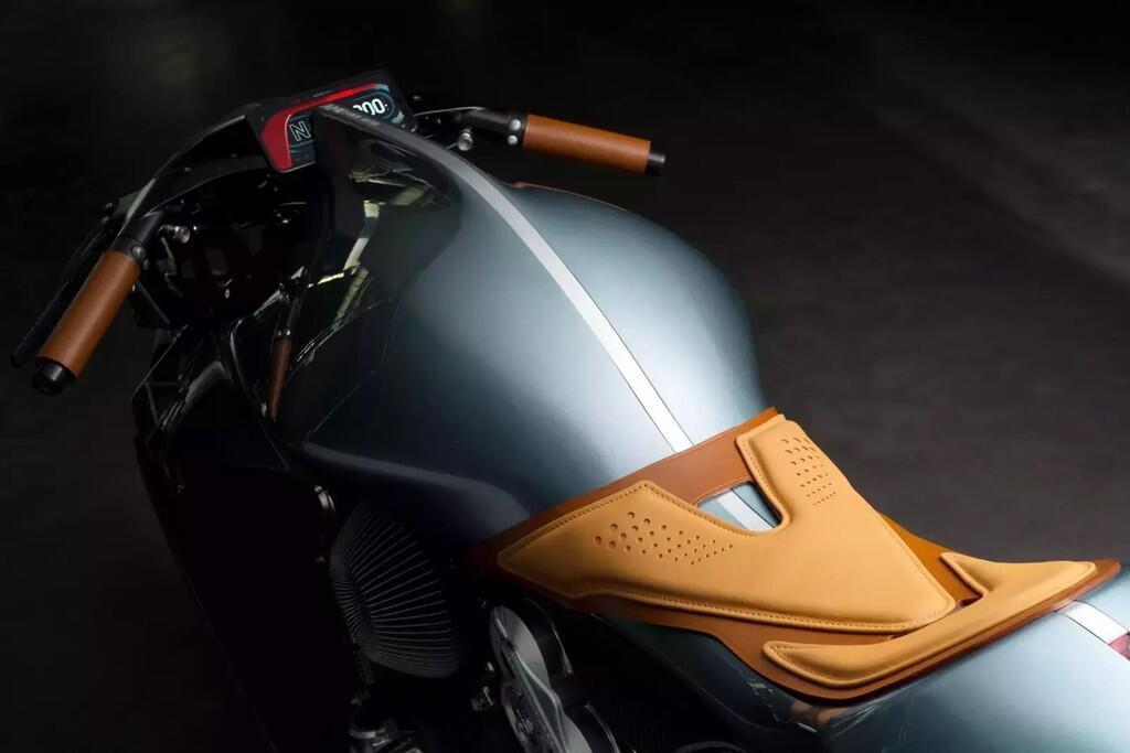 Siêu môtô 120.000 USD của Aston Martin có gì?