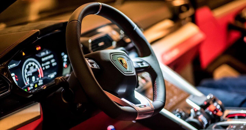 Siêu SUV Lamborghini Urus ra mắt thị trường châu Á - Hình 5