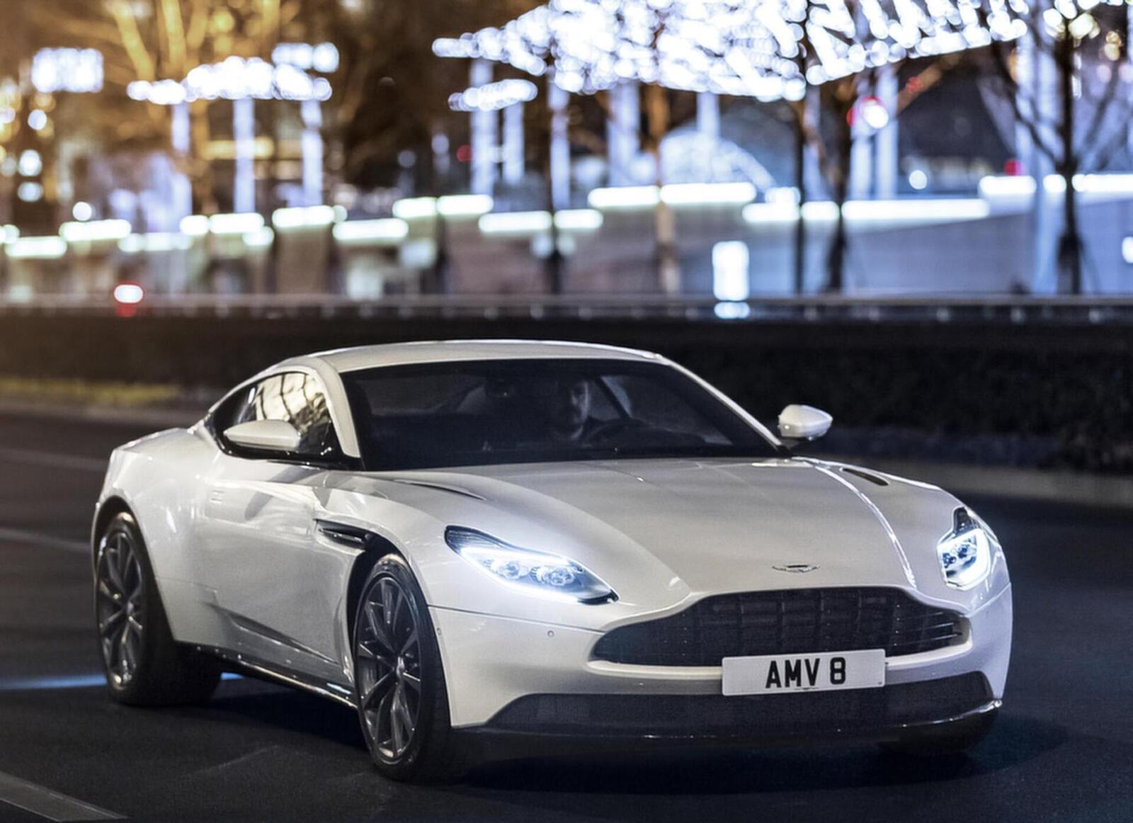 Siêu xe Aston Martin DB11 về Việt Nam; xe nhập chính hãng - Hình 11