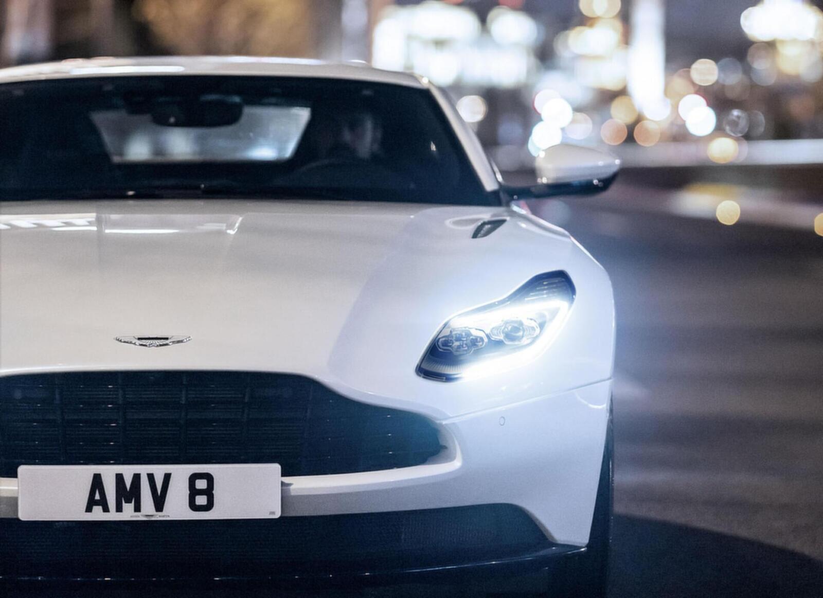 Siêu xe Aston Martin DB11 về Việt Nam; xe nhập chính hãng - Hình 12