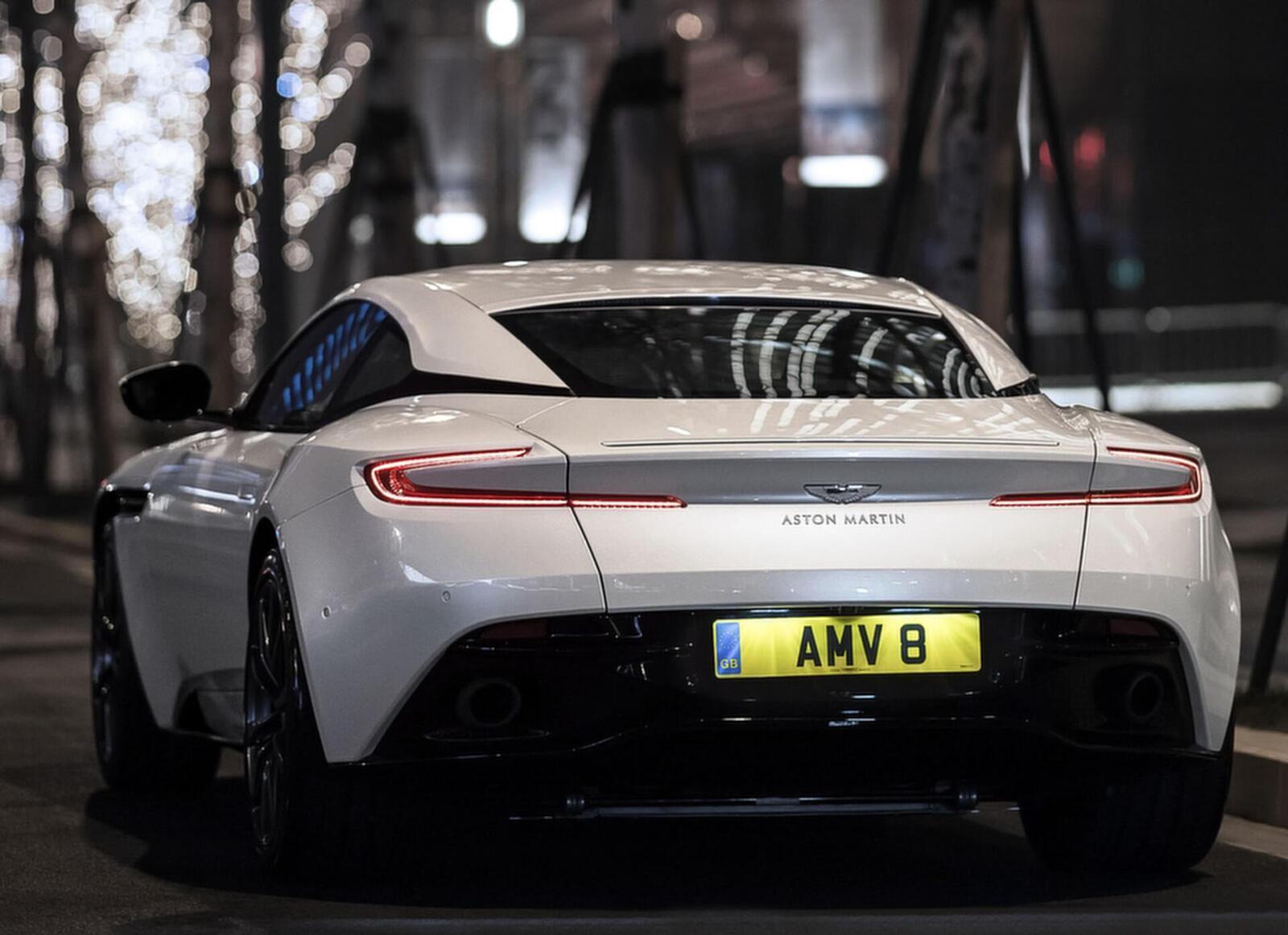 Siêu xe Aston Martin DB11 về Việt Nam; xe nhập chính hãng - Hình 13