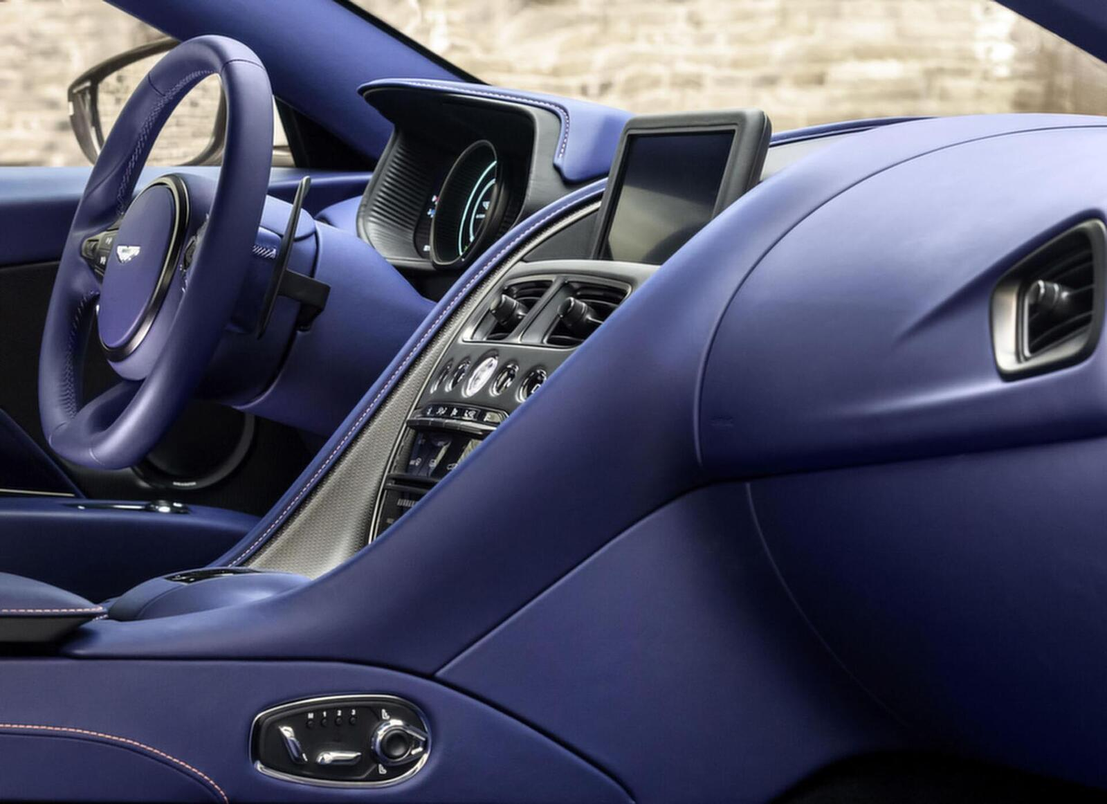 Siêu xe Aston Martin DB11 về Việt Nam; xe nhập chính hãng - Hình 15
