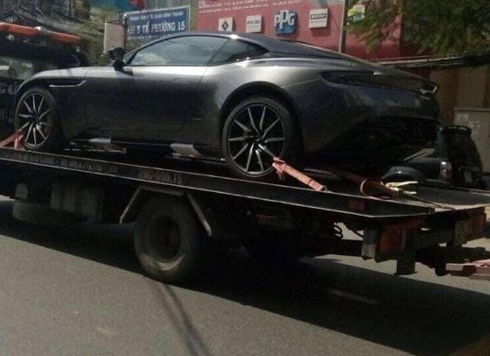 Siêu xe Aston Martin DB11 về Việt Nam; xe nhập chính hãng - Hình 2
