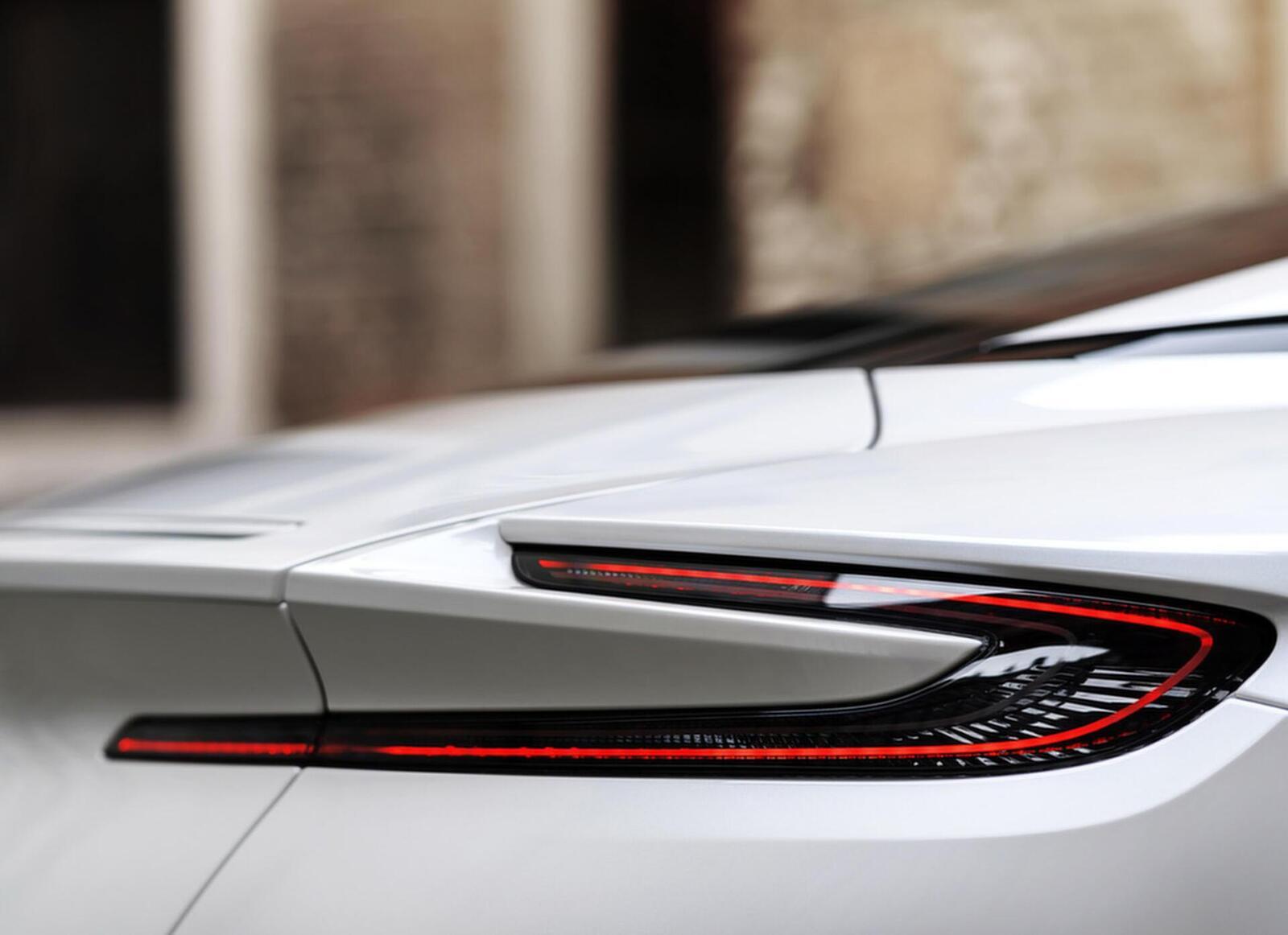 Siêu xe Aston Martin DB11 về Việt Nam; xe nhập chính hãng - Hình 8
