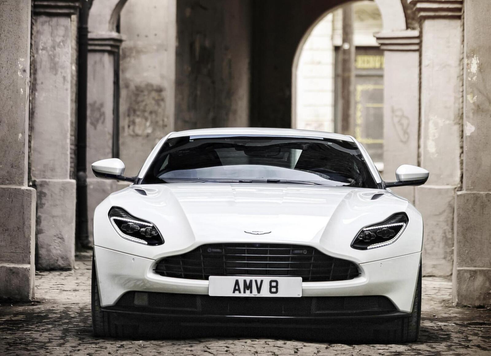 Siêu xe Aston Martin DB11 về Việt Nam; xe nhập chính hãng - Hình 9