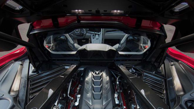 sieu-xe-binh-dan-chevrolet-corvette-c8-bi-trom-tron-ca-4-banh-xe-7.jpg