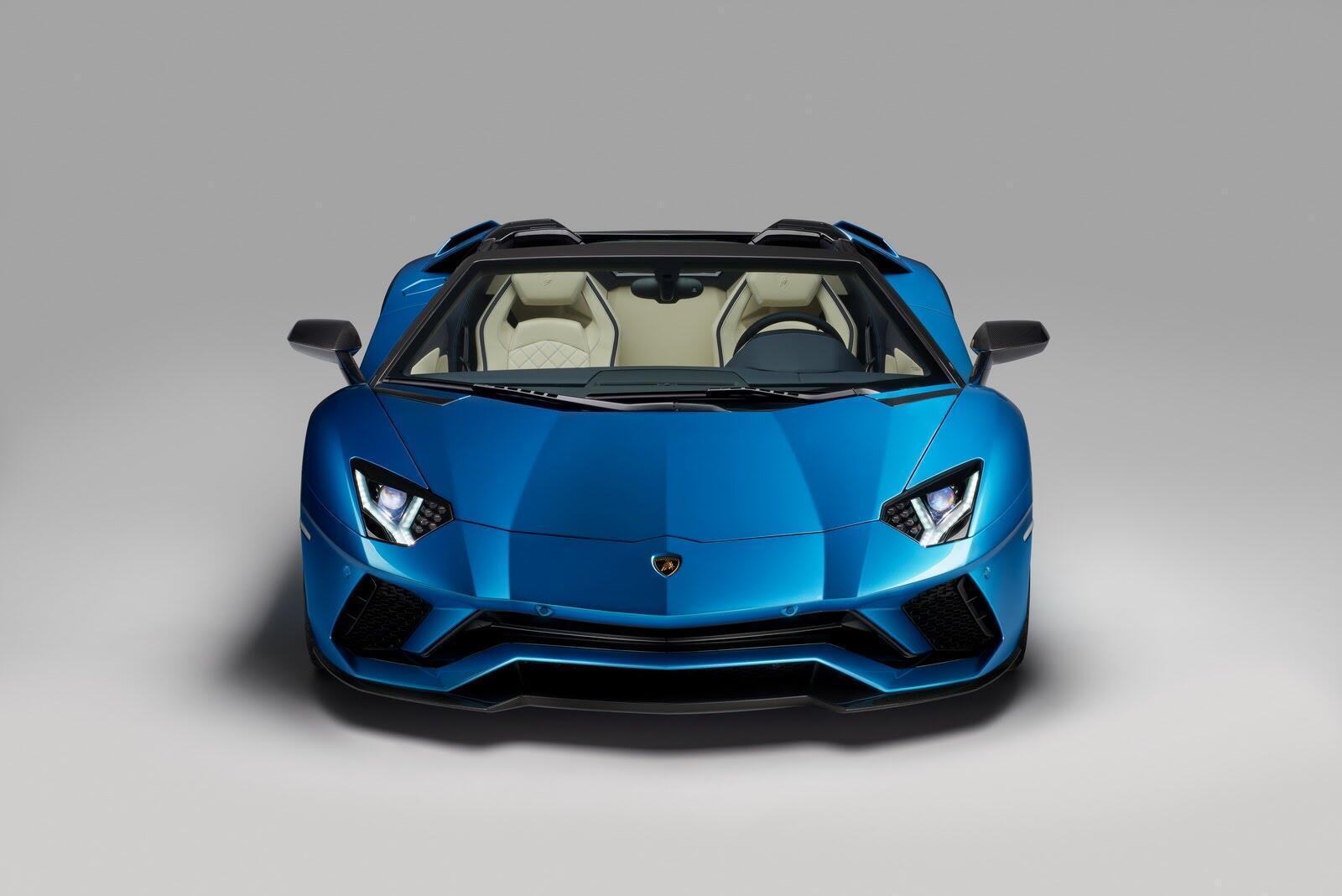 Siêu xe Lamborghini Aventador S Roadster chính thức trình làng - Hình 3