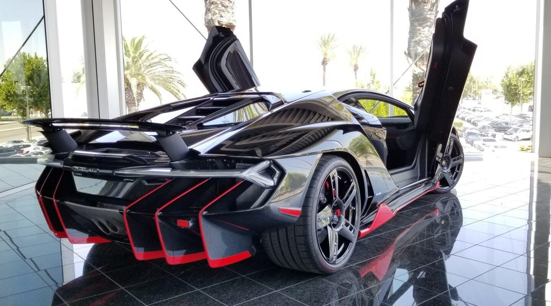 Siêu xe Lamborghini Centenario tìm chủ mới với giá 3,5 triệu USD - Hình 2