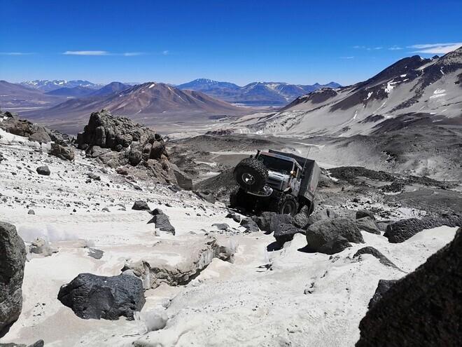 sieu-xe-offroad-cua-mercedes-lap-ky-luc-leo-cao-6-700-m