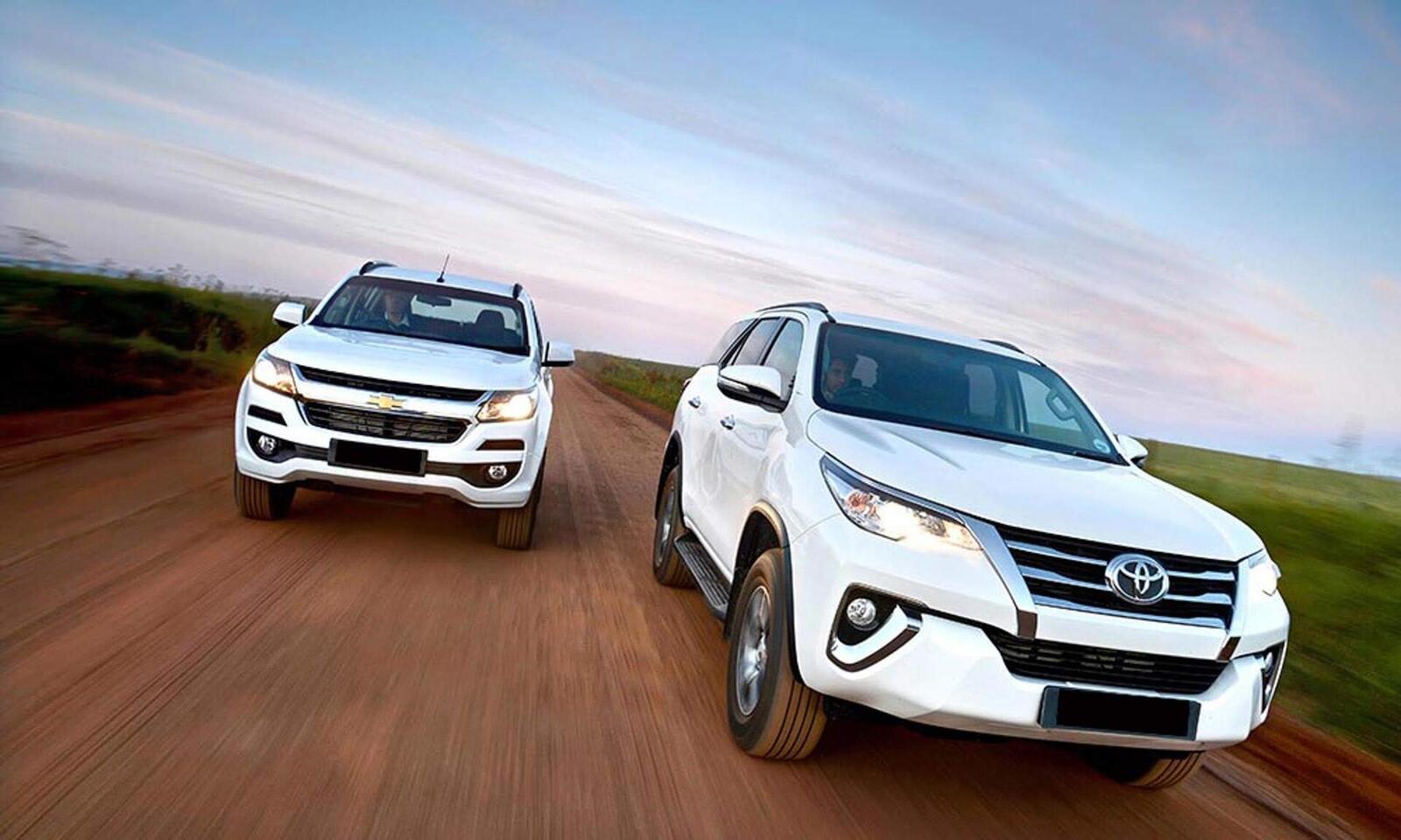So sánh giá bán của Toyota Fortuner và Chevrolet Trailblazer - Hình 1