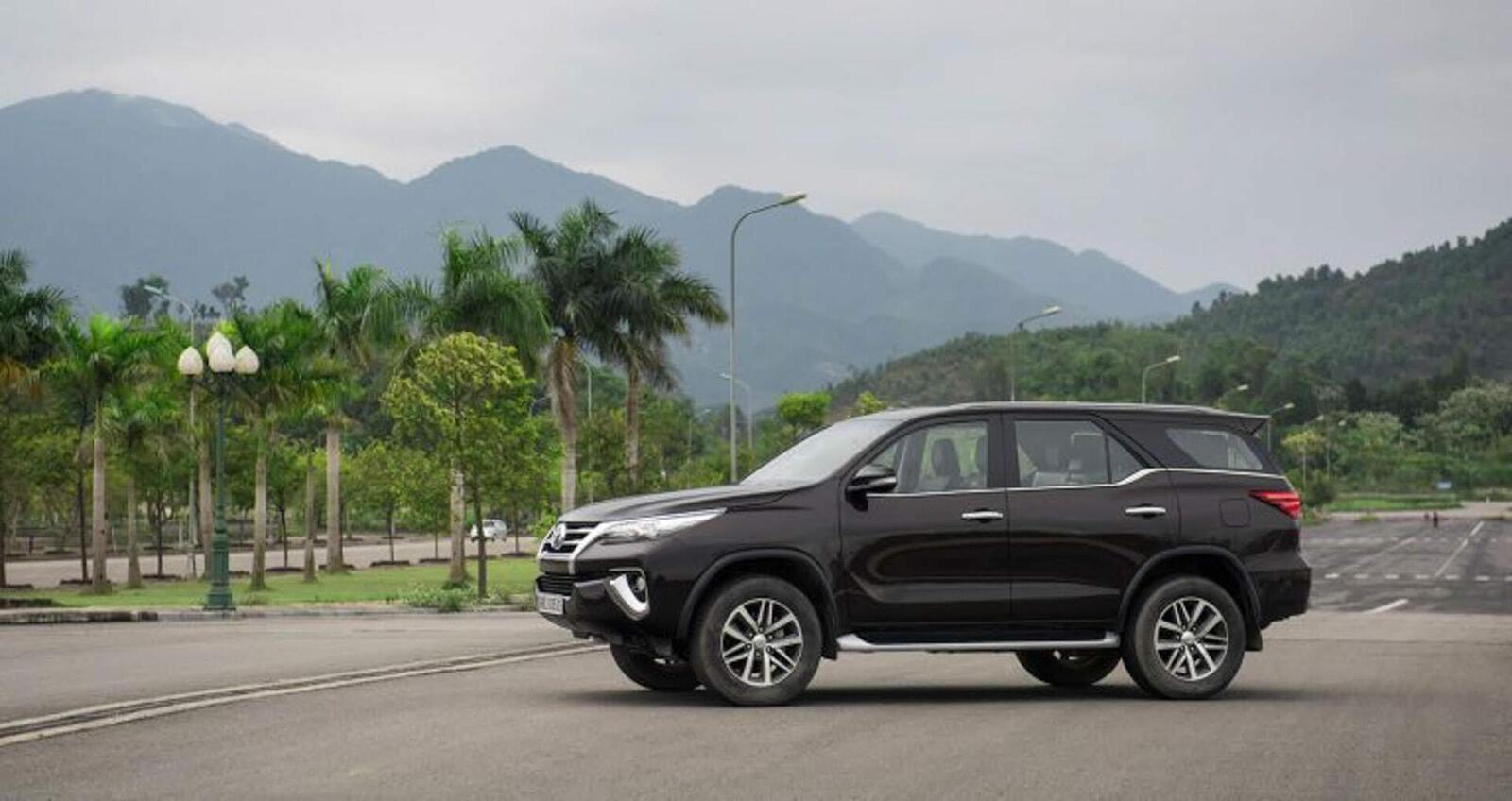 So sánh giá bán của Toyota Fortuner và Chevrolet Trailblazer - Hình 4